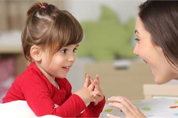 """Giúp trẻ nhút nhát trở thành """"diễn giả"""" tự tin"""