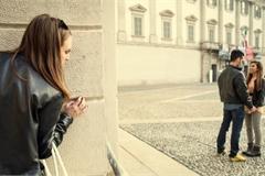 Tình cờ đọc báo, người phụ nữ phát hiện chồng ngoại tình