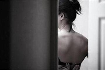 Nữ sinh tố bị cô giáo chụp hình đang tắm gây sốc ngất xỉu: Cô mới là người đang hoảng loạn tâm lý