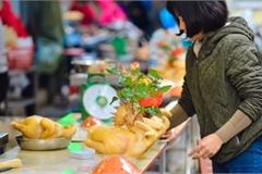 Cảnh vắng vẻ đìu hiu chưa từng có ở khu chợ sắm Tết của 'nhà giàu' Hà Nội