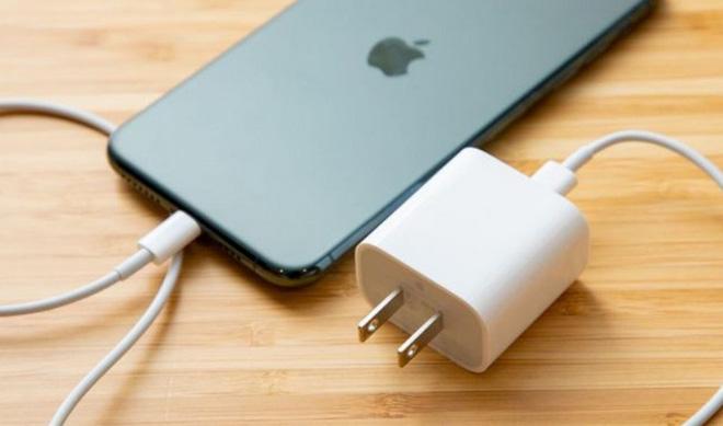 Việc loại bỏ cục sạc trên iPhone 12 đã nằm trong kế hoạch của Apple từ lâu - Ảnh 1.