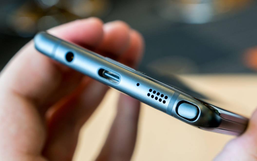 Samsung muốn mang trở lại một tính năng mà Apple đã từng khiến bao người điêu đứng - Ảnh 1.