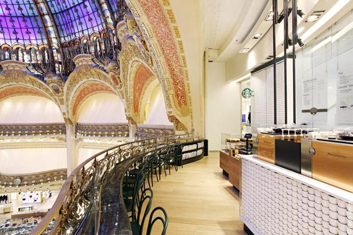 Cửa hàng Starbucks tại xứ siêu giàu gây bất ngờ với mái lá, tường nứt cũ kỹ như nhà đất Việt Nam - Ảnh 15.
