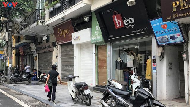 Phố cổ Hà Nội treo đầy biển hiệu sang nhượng, đóng cửa - Ảnh 3.