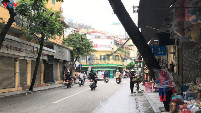 Phố cổ Hà Nội treo đầy biển hiệu sang nhượng, đóng cửa - Ảnh 5.