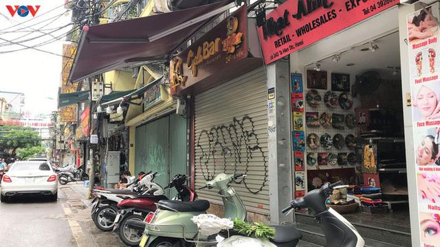 Phố cổ Hà Nội treo đầy biển hiệu sang nhượng, đóng cửa - Ảnh 6.
