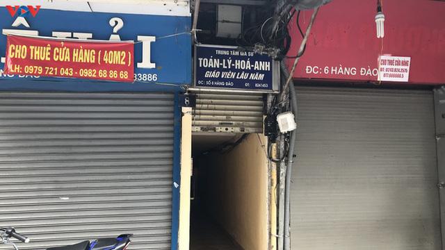 Phố cổ Hà Nội treo đầy biển hiệu sang nhượng, đóng cửa - Ảnh 8.