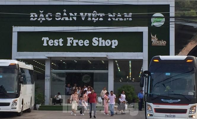 Cận cảnh chuỗi cửa hàng ở Nha Trang xây trái phép chuyên đón khách Trung Quốc - Ảnh 2.