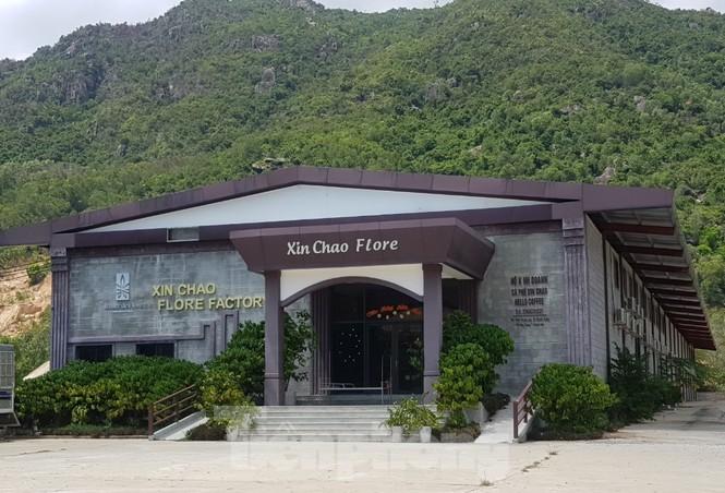 Cận cảnh chuỗi cửa hàng ở Nha Trang xây trái phép chuyên đón khách Trung Quốc - Ảnh 3.