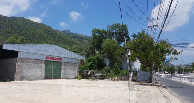 Cận cảnh chuỗi cửa hàng ở Nha Trang xây trái phép chuyên đón khách Trung Quốc - Ảnh 5.
