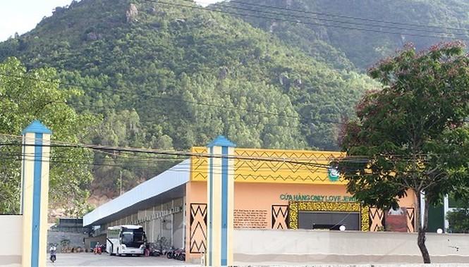 Cận cảnh chuỗi cửa hàng ở Nha Trang xây trái phép chuyên đón khách Trung Quốc - Ảnh 7.