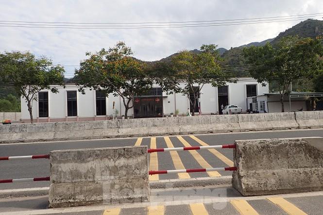 Cận cảnh chuỗi cửa hàng ở Nha Trang xây trái phép chuyên đón khách Trung Quốc - Ảnh 8.