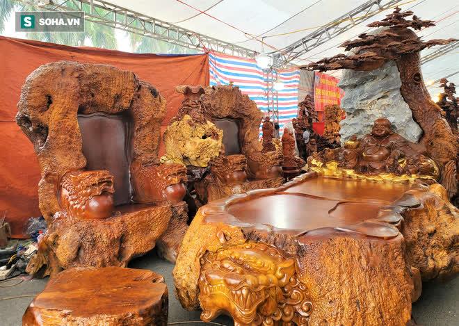 Ngắm bộ bàn ghế gỗ nu Cửu lân quần tụ nặng 4 tấn, dát vàng, giá 2,8 tỷ cho đại gia Việt - Ảnh 7.