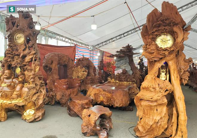 Ngắm bộ bàn ghế gỗ nu Cửu lân quần tụ nặng 4 tấn, dát vàng, giá 2,8 tỷ cho đại gia Việt - Ảnh 8.