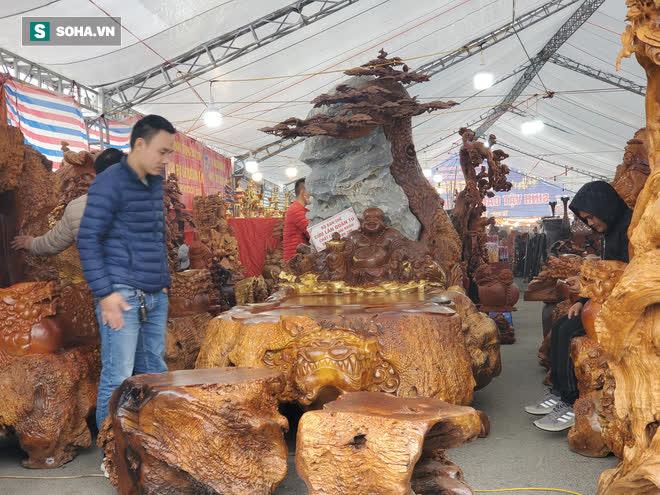 Ngắm bộ bàn ghế gỗ nu Cửu lân quần tụ nặng 4 tấn, dát vàng, giá 2,8 tỷ cho đại gia Việt - Ảnh 1.