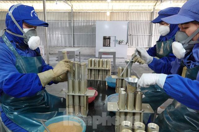 Khám phá nhà máy sản xuất pháo hoa duy nhất được cấp phép tại Việt Nam - Ảnh 6.