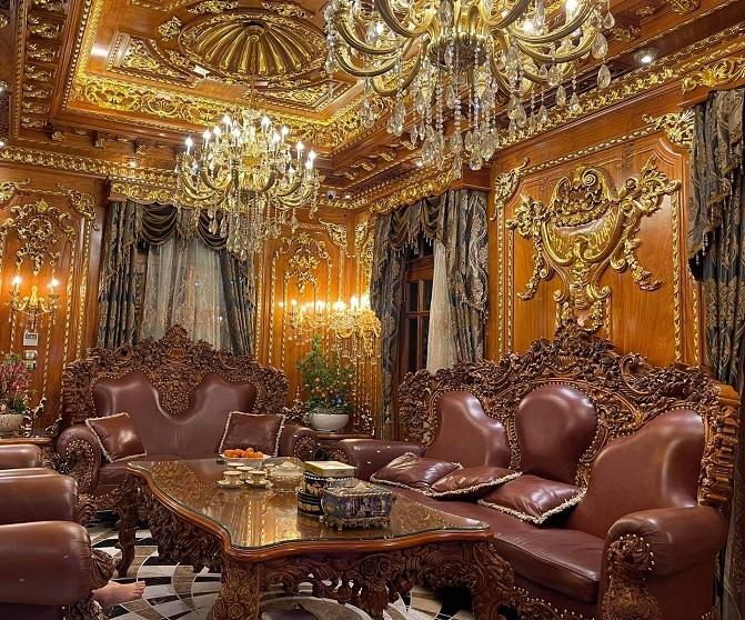 Thực hư lâu đài phủ gỗ, dát vàng từ đầu đến chân của đại gia Việt mệnh Hỏa đang gây sốt - Ảnh 1.