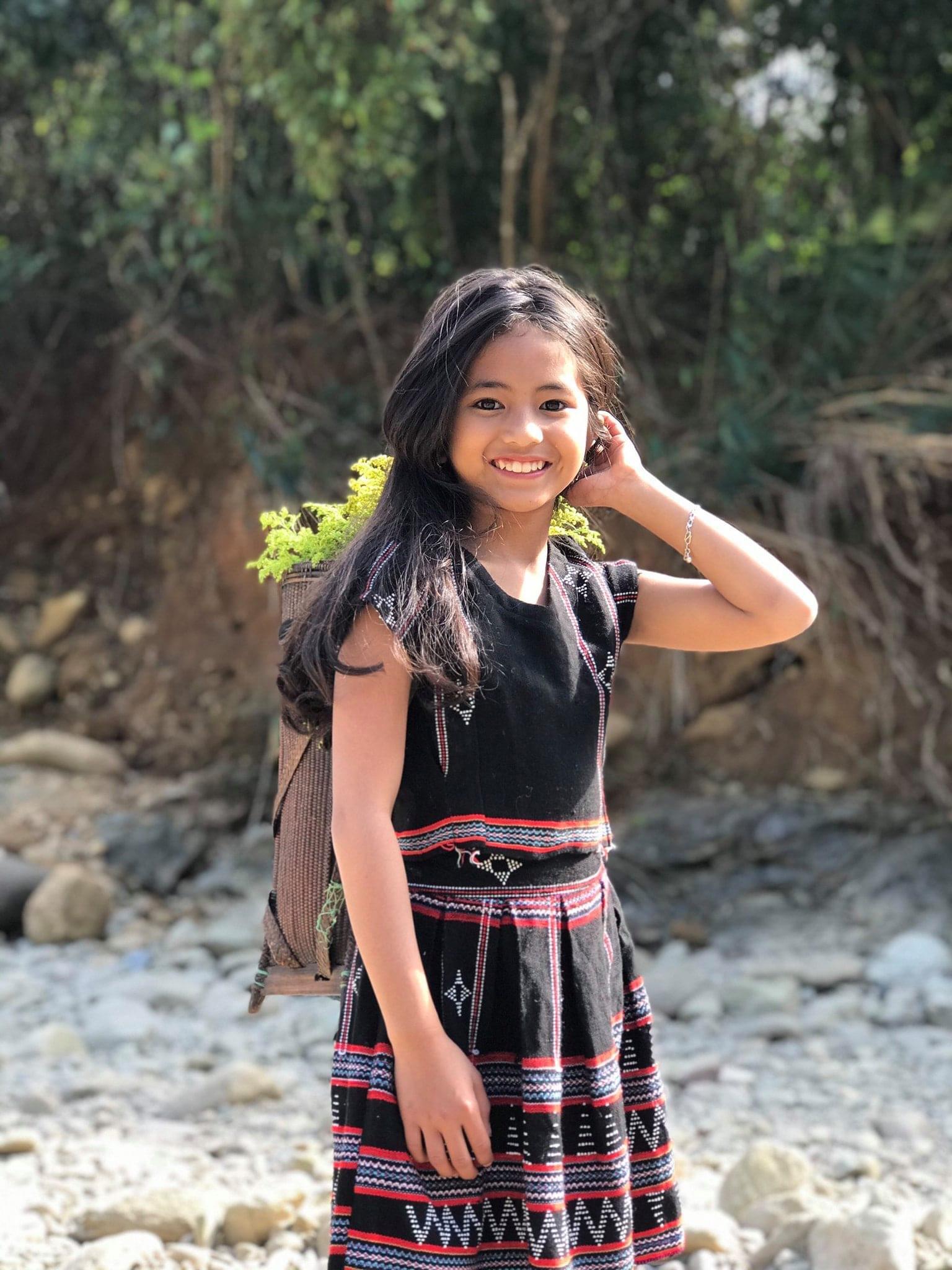 Cô bé dân tộc bất ngờ nổi tiếng trên MXH nhờ sở hữu vẻ đẹp trong trẻo tựa thiên thần - Ảnh 3.