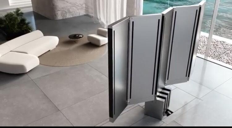 Cận cảnh siêu TV có thể gập nhiều lần như một chiếc quạt xếp khổng lồ - Ảnh 3.