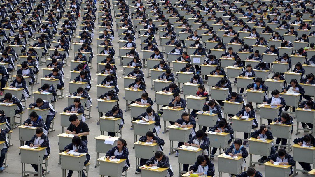Bài thi Văn điểm tuyệt đối trong kỳ thi Đại học khó nhất thế giới tại Trung Quốc khiến dân mạng chỉ biết thốt lên quá đỉnh - Ảnh 1.