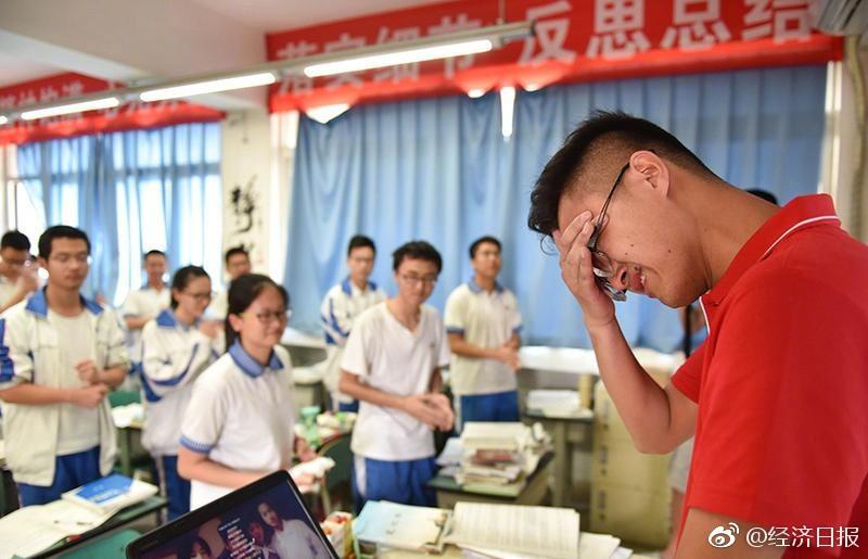 Bài thi Văn điểm tuyệt đối trong kỳ thi Đại học khó nhất thế giới tại Trung Quốc khiến dân mạng chỉ biết thốt lên quá đỉnh - Ảnh 4.