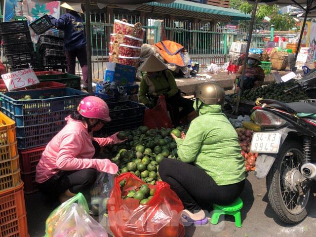 Trái cây mùa hè giá rẻ như cho vẫn ế - Ảnh 11.