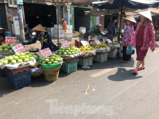 Trái cây mùa hè giá rẻ như cho vẫn ế - Ảnh 7.