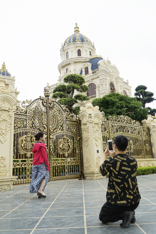 Chiêm ngưỡng lâu đài mạ vàng gây choáng của đại gia Ninh Bình - Ảnh 12.