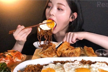Chỉ cần ngồi ăn rồi đăng video lên mạng, nhiều YouTuber xứ Hàn kiếm được hàng chục tỷ đồng mỗi tháng