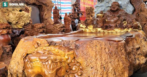 Ngắm bộ bàn ghế gỗ nu 'Cửu lân quần tụ' nặng 4 tấn, dát vàng, giá 2,8 tỷ cho đại gia Việt