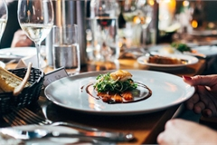 Bóc mẽ 10 chiêu 'dắt mũi' khiến thực khách phải chi nhiều tiền hơn của nhà hàng