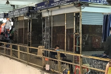 Hàng hóa ế ẩm, hàng loạt ki-ốt tại chợ Đồng Xuân nghỉ tạm thời