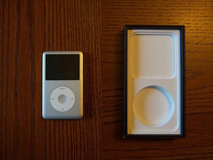 Bạn sẽ bất ngờ khi biết điều này: Có 1 chiếc iPod được giấu trong hộp đựng iPhone 12 Ảnh 2