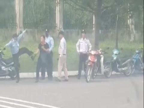 Pho giam doc cung nhan vien danh hoi dong cong nhan