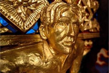 Ngôi chùa thờ cả tượng David Beckham dát vàng và Người Nhện, Người Dơi