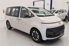Hyundai Staria 2021 ra mắt với hai phiên bản, giá quy đổi từ 1,22 tỷ đồng