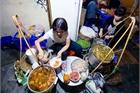 Quán phở Hà Nội 30 năm không ngủ: Chỉ bán lúc nửa đêm, khách đợi 2 tiếng mới tới lượt