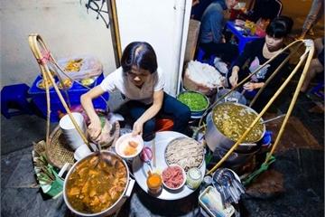 Quán phở 30 năm không ngủ ở Hà Nội, chỉ bán lúc nửa đêm, khách đợi 2 tiếng mới tới lượt