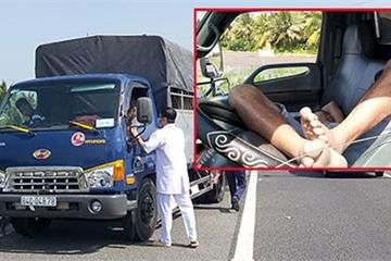 Tài xế dừng xe giữa cao tốc để ngủ khiến người đi đường hoảng hốt