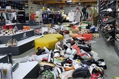 Phát hiện hàng nghìn sản phẩm giả mạo các nhãn hiệu nổi tiếng tại cửa hàng thời trang