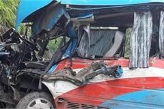 Tạm giữ tài xế xe đầu kéo đâm xe đoàn từ thiện Hải Phòng làm 3 người chết