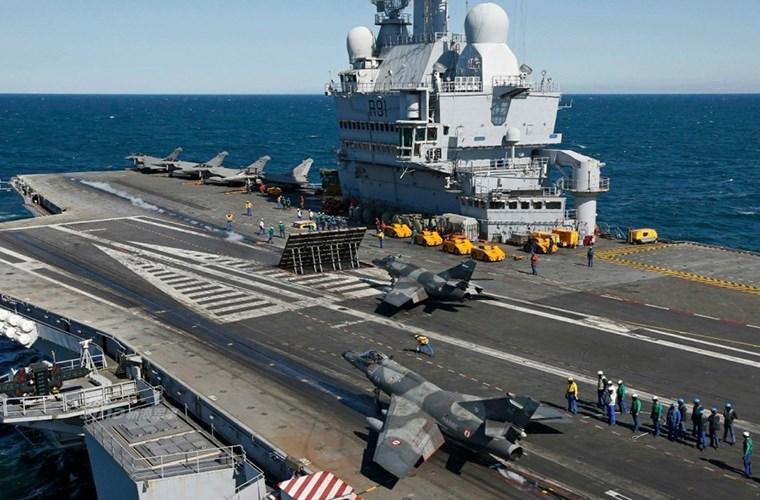 Cận cảnh tàu sân bay của Pháp - căn cứ không kích IS - ảnh 7