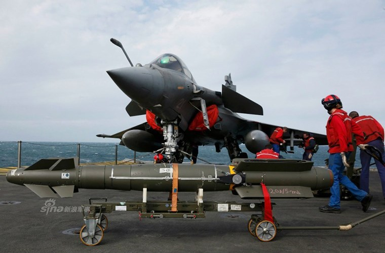 Cận cảnh tàu sân bay của Pháp - căn cứ không kích IS - ảnh 6