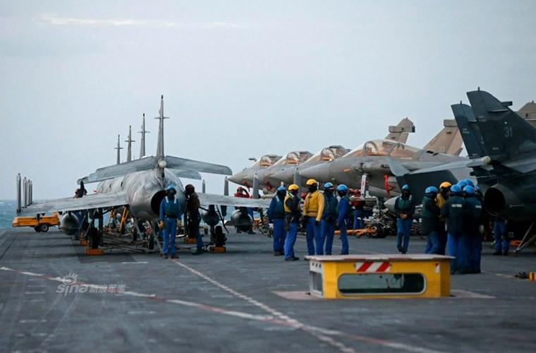 Cận cảnh tàu sân bay của Pháp - căn cứ không kích IS - ảnh 4