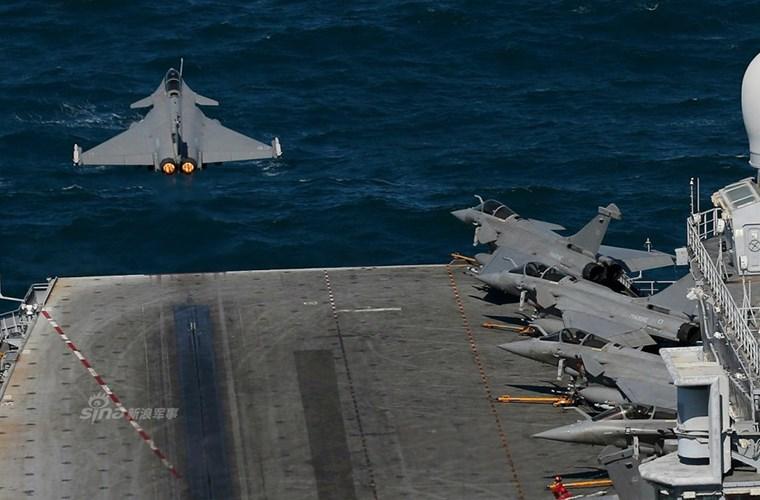 Cận cảnh tàu sân bay của Pháp - căn cứ không kích IS - ảnh 2
