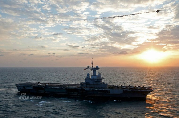 Cận cảnh tàu sân bay của Pháp - căn cứ không kích IS - ảnh 8