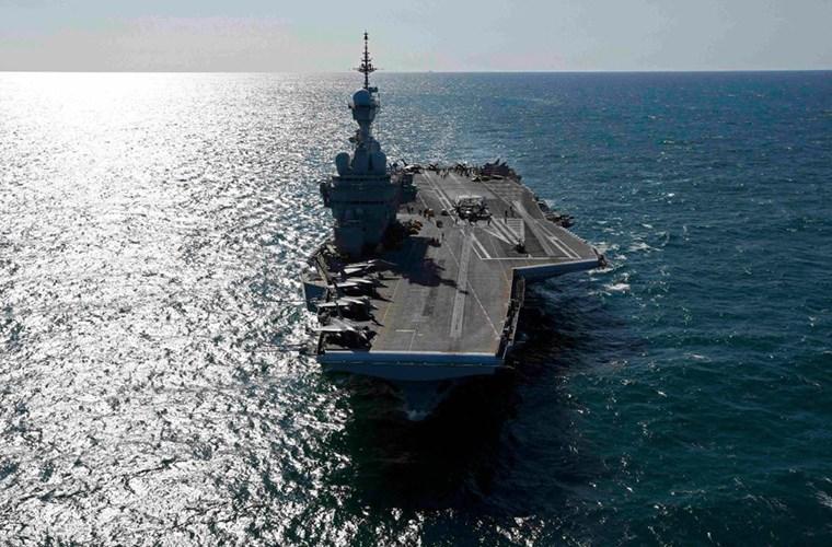 Cận cảnh tàu sân bay của Pháp - căn cứ không kích IS - ảnh 5