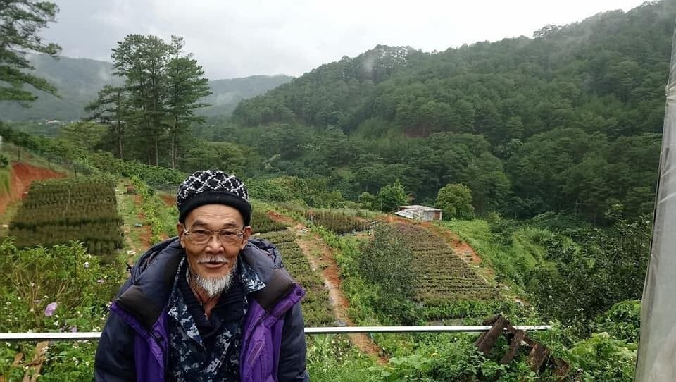 Cụ ông 72 tuổi check-in Đà Lạt sau chuyến phượt (Ảnh: T.Q)