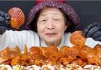 Sau bà Tân, thêm một cụ bà 82 tuổi quay Vlog ăn uống làm 'dậy sóng' dân mạng