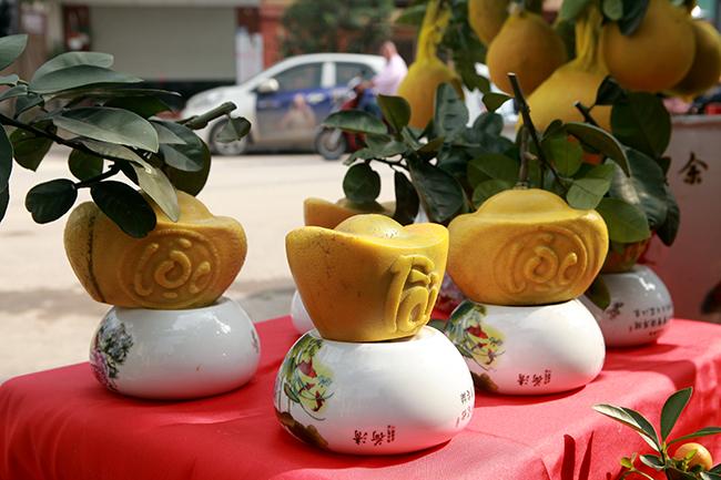buoi dien hinh thoi vang in chu tai - loc gia 1,5 trieu/cap choi tet hinh anh 1